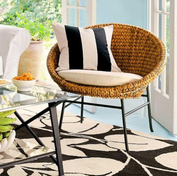 runde-sitzkissen-auf-einem-stuhl