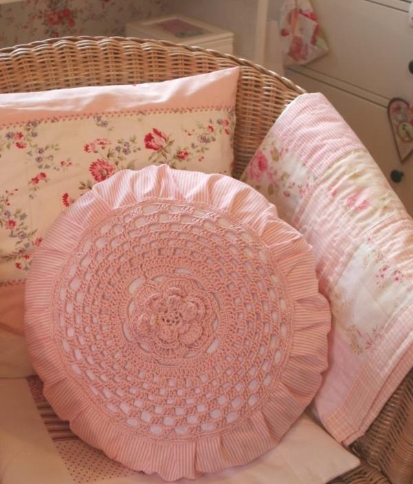 runde-sitzkissen-rosige-farbe-sehr-schön