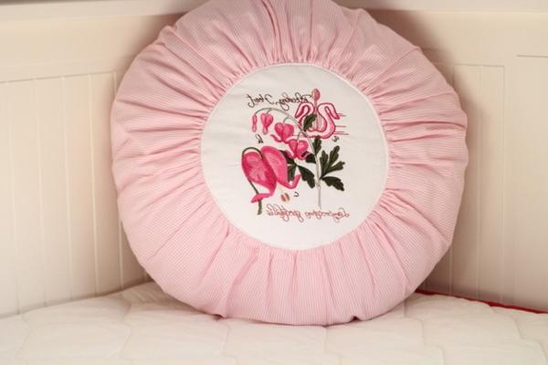 runde-sitzkissen-rosige-farbe