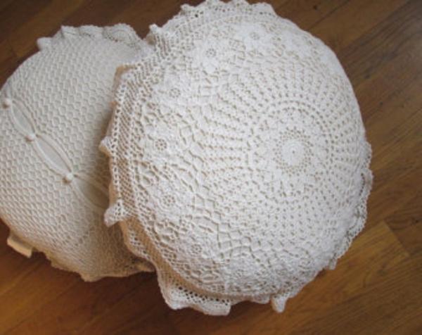 runde-sitzkissen-weiße-farbe
