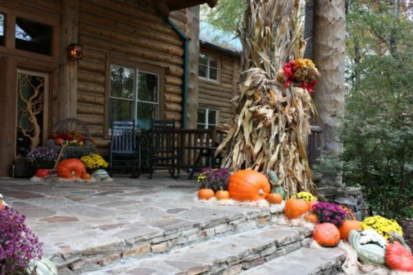 rustikale-Halloween-Dekoration-vor-dem-Haus-selber-basteln