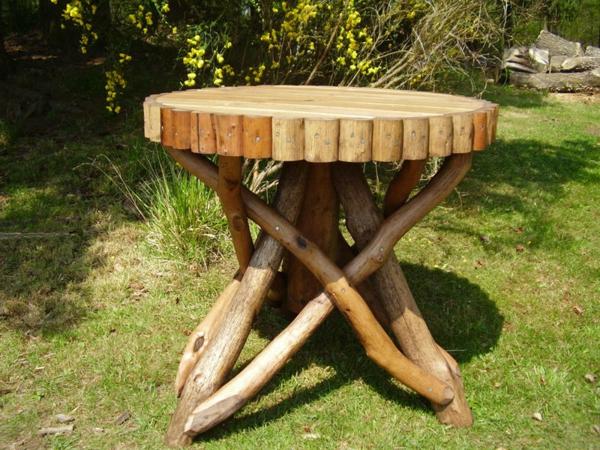 rustikale-gartenmöbel-tisch