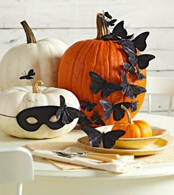 schöne--Halloween-Dekoration-selber-basteln-schwarze-Schmetterlinge