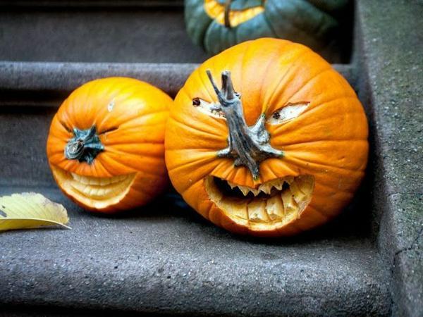 schöne-Halloween-Kürbis-Gesichter-Deko-Idee