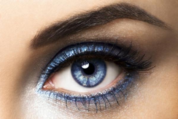 schöne-blaue-kontaktlinsen-für-halloween