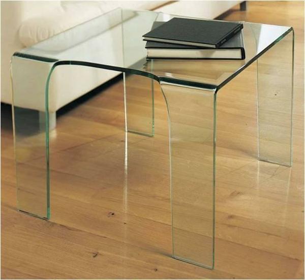 schöner-Beistelltisch-aus-Glas-