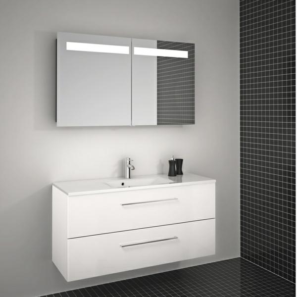 schöner-Spiegelschrank-mit-Beleuchtung