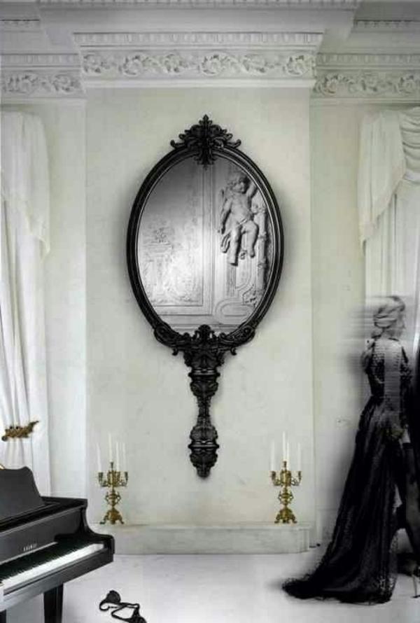 schöner-schicker-spiegel-im-gothic-badezimmer
