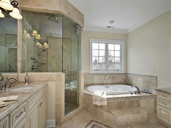 Schönes Badezimmer Mit Einem Fenster