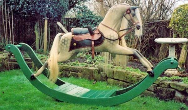 schaukel-für-erwachsene-pferd