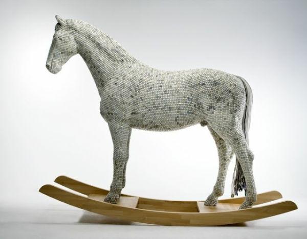 schaukel-für-erwachsene-weißer-pferd
