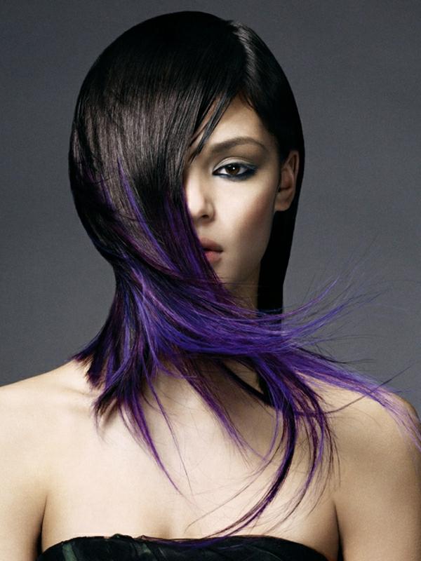 schicke-Frauenfrisuren-Blaue-Töne-Violett