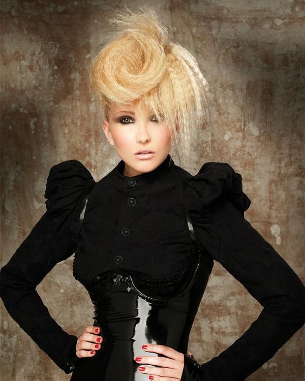 schicke-frisuren-extravagante-blonde-haare