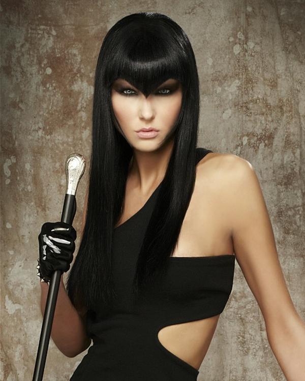Sehr sexy lange schwarze Haare