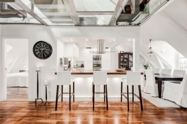 schickes-Design-Küche-im-Dachgeschoß