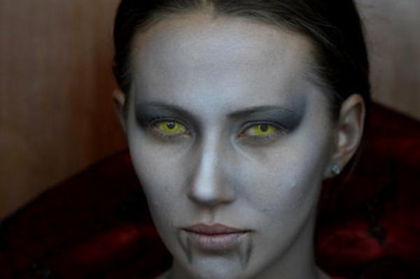 schreckliche-kontaktlinsen-für-halloween