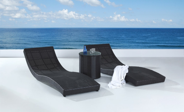 schwarze-lounge-möbel-outdoor