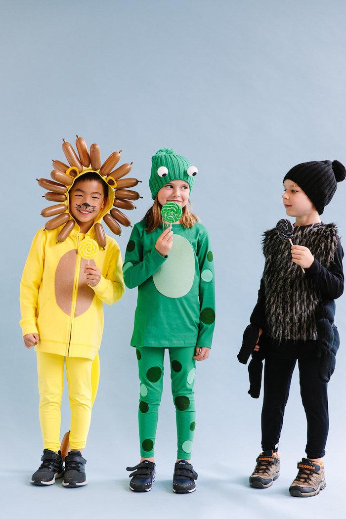 schwarze spinne grüner frosch gelber löwe halloween kostüme für kinder einfach coole originelle ideen bunte lollipops kostüme für mädchen und jungs