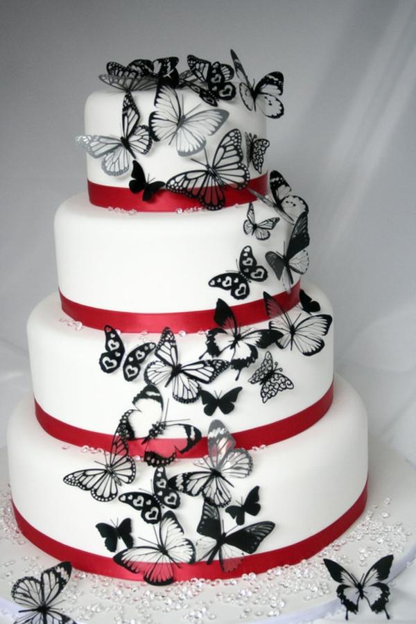 wunderschöne torte mit schwarzen schmetterlingen dekoriert