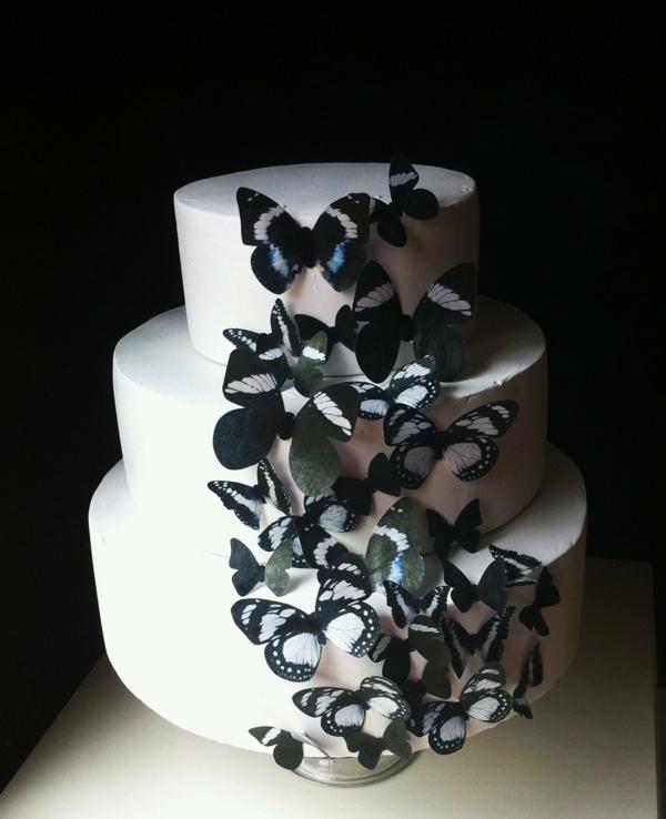 schwarzer-schmetterling-torte-deko