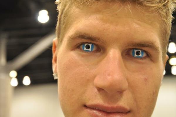 sehr-blaue-kontaktlinsen-für-halloween