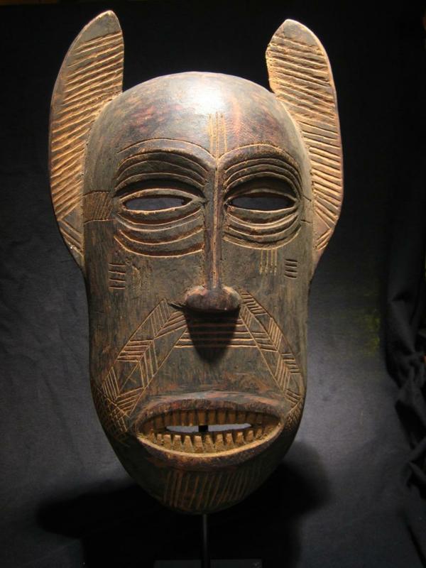 sehr-extravagante-afrikanische-masken
