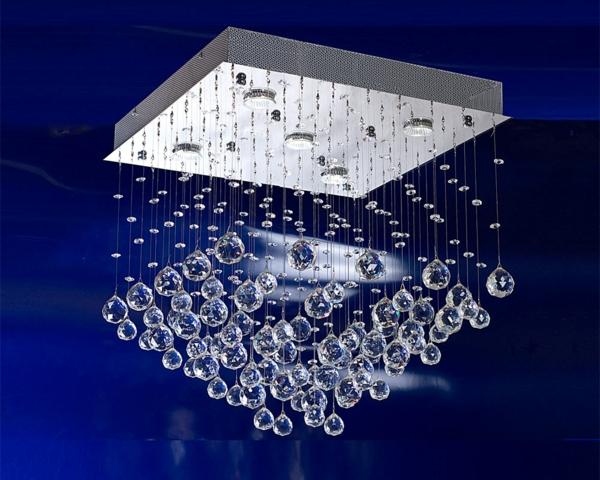 sehr-extravagante-kristall-deckenleuchte