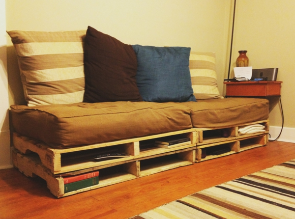 selbstbaumöbel-couch-aus-paletten