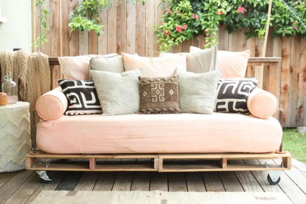 selbstbaumöbel-rosiges-sofa
