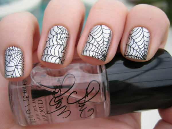 silberne-Nägel-Fingernägel-Design-Ideen-Spinnennetz