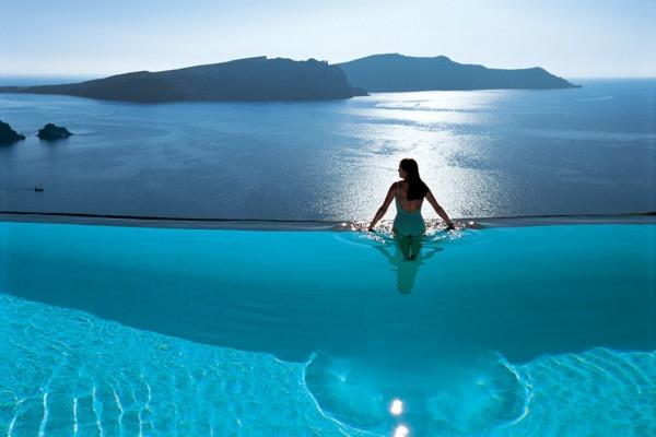 super-cooles-design-vom-fertig schwimmbecken