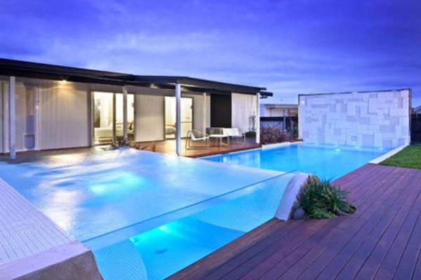 super-luxuriöse-wirkendes-modell-vom-fertig schwimmbecken