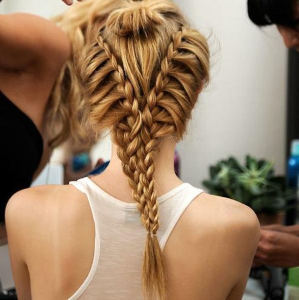 -super-moderne-Frisuren-für-Frauen-blondes-Haar