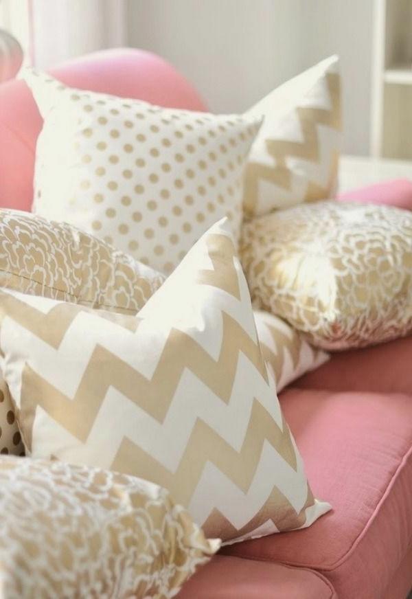 tolle-rosa-Bettwäsche-weiße-Kissen