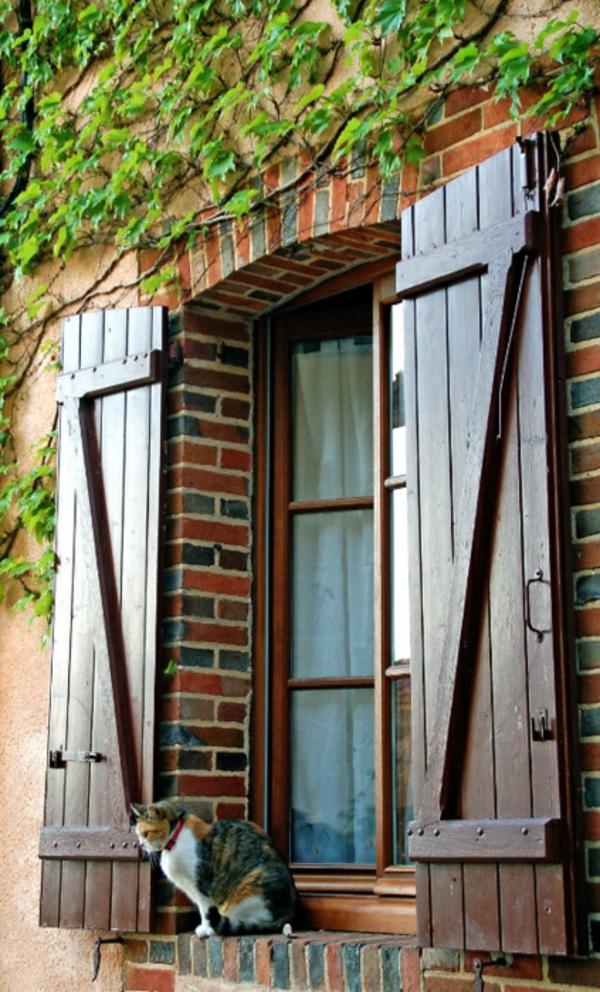 tolle_Fensterlaeden-aus-Holz-klassisch