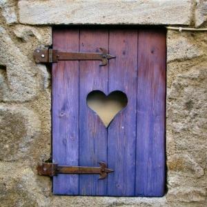 Fensterladen aus Holz - Schutz und Stil!