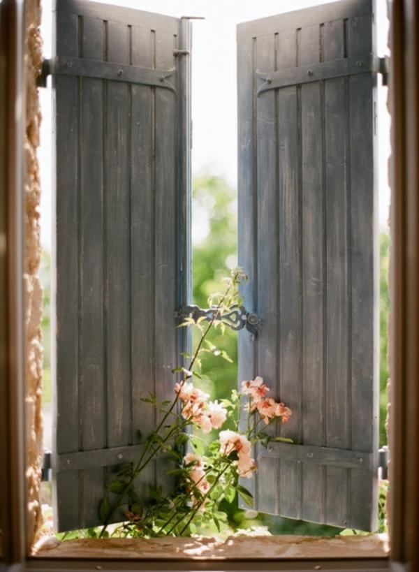 toller-Fensterladen-Holz-vom-Innen