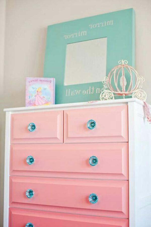toller-rosa-Schrank-im-Schlafzimmer