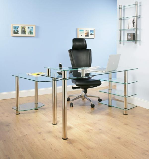tolles-Arbeitszimmer-mit-Schreibtisch-mit-Glasplatte-Holzboden