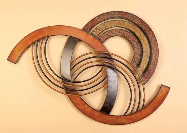 wanddeko-aus-metall-schöne-formen-und-moderne-farbe