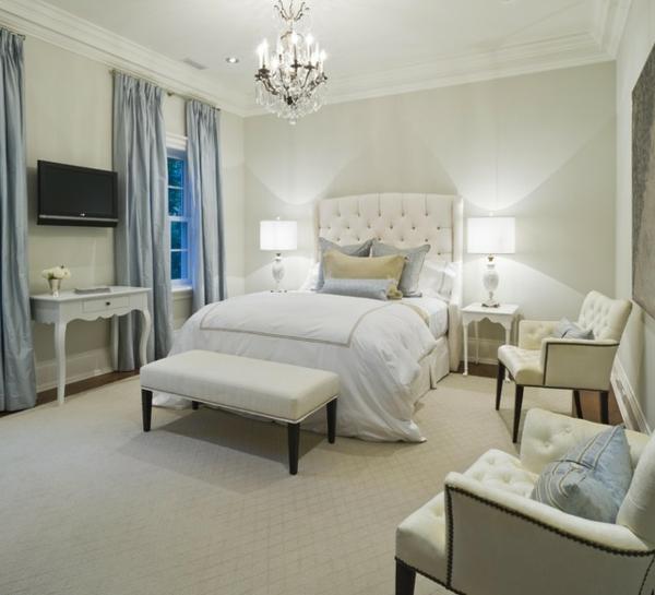 wandfarbe-hellgrau-für-ein-elegantes-schlafzimmer