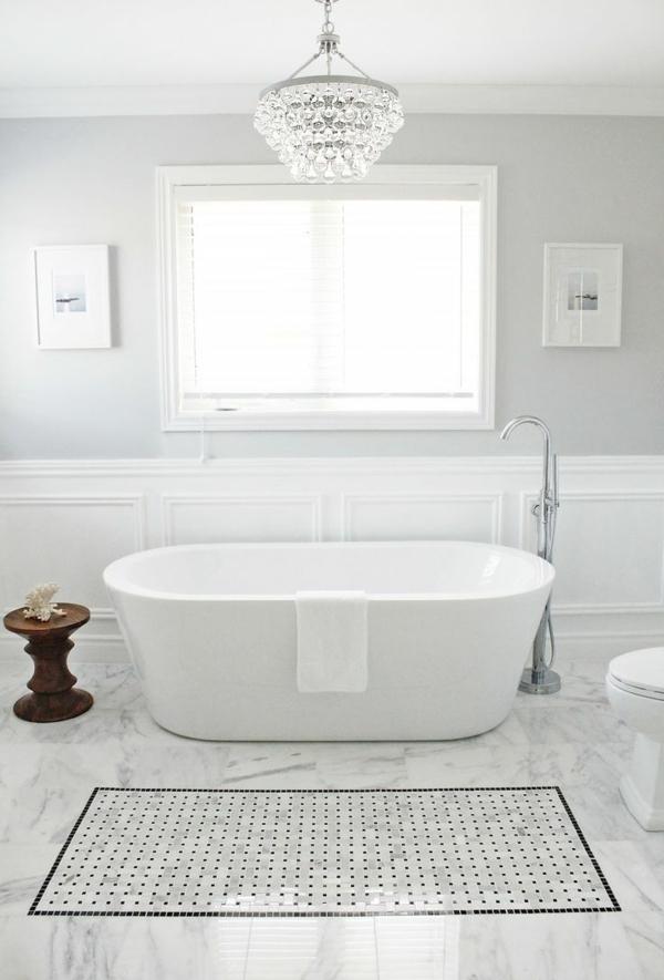 wandfarbe-hellgrau-luxuriöse-badewanne