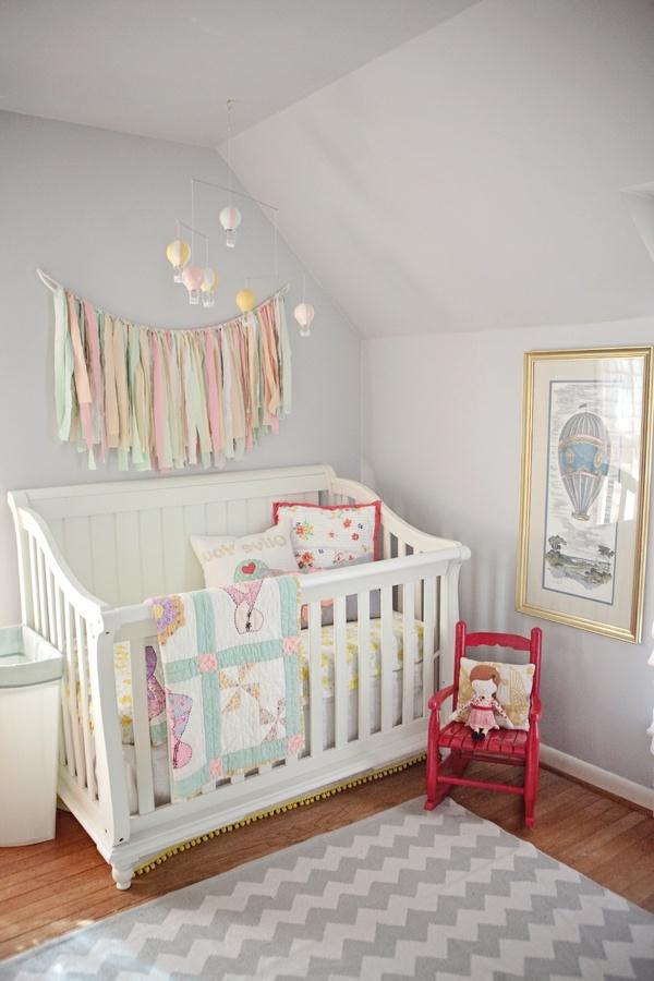 wandfarbe-hellgrau-süßes-babyzimmer