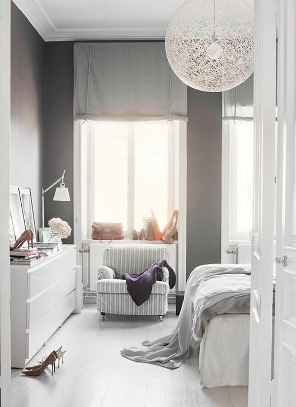 wandfarbe-hellgrau-und-interessante-lüster-in-schlafzimmer