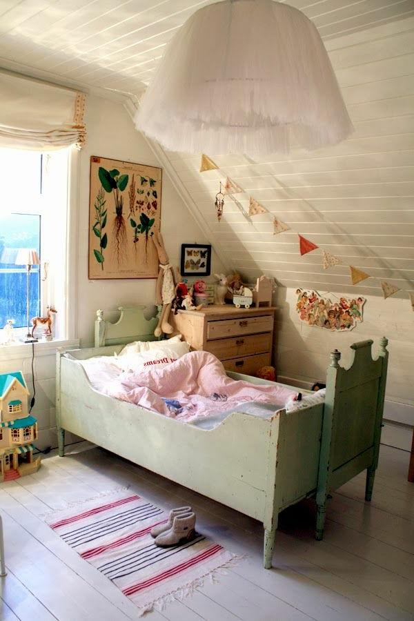 weiße-Deckenlampe-für-Kinderzimmer