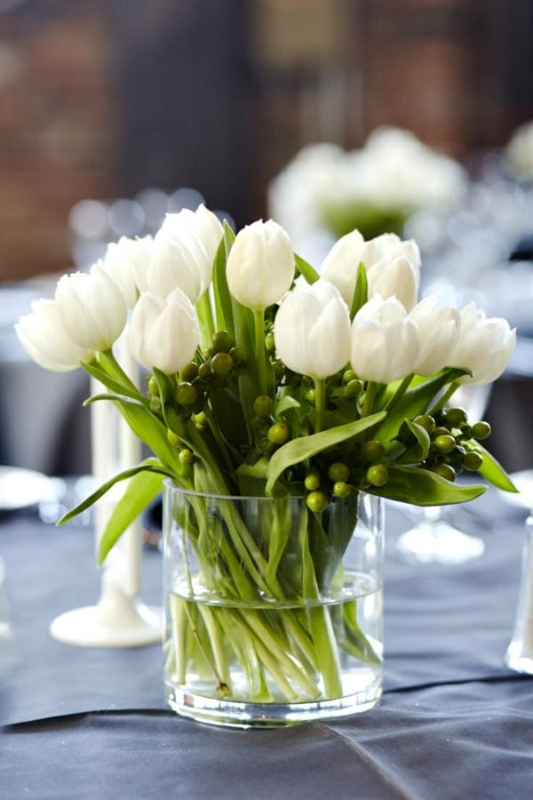 100 tolle ideen f r tischdeko mit tulpen. Black Bedroom Furniture Sets. Home Design Ideas