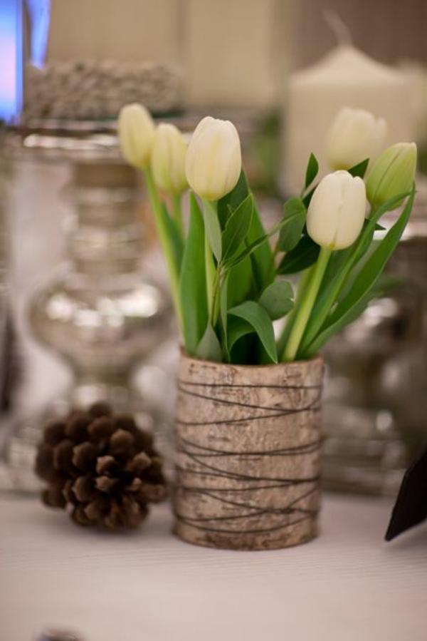 weiße-Tulpen-in-einer-Vase