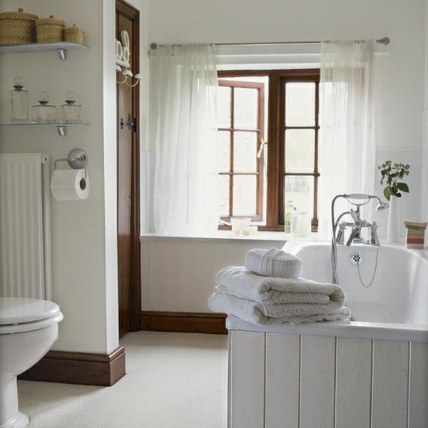 weiße-badmöbel-im-landhaus-stil