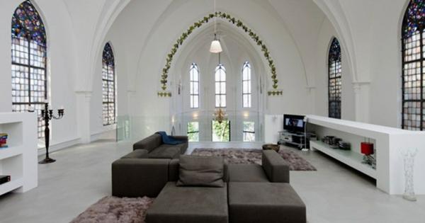 Weiße Wände Im Gothic Zimmer