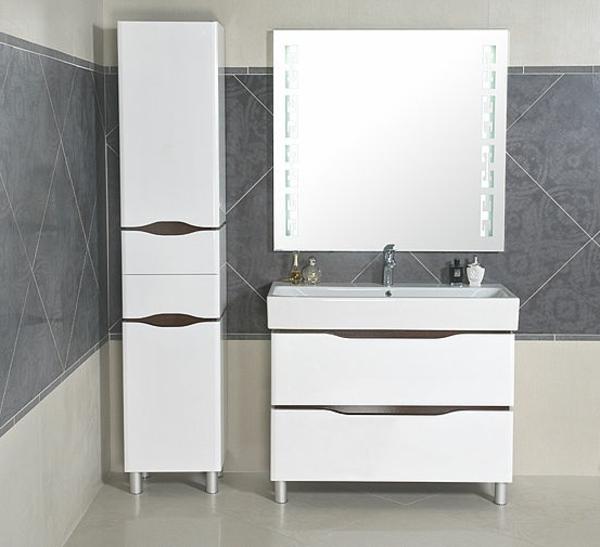weißer-Hochschrank-für-Badezimmer-